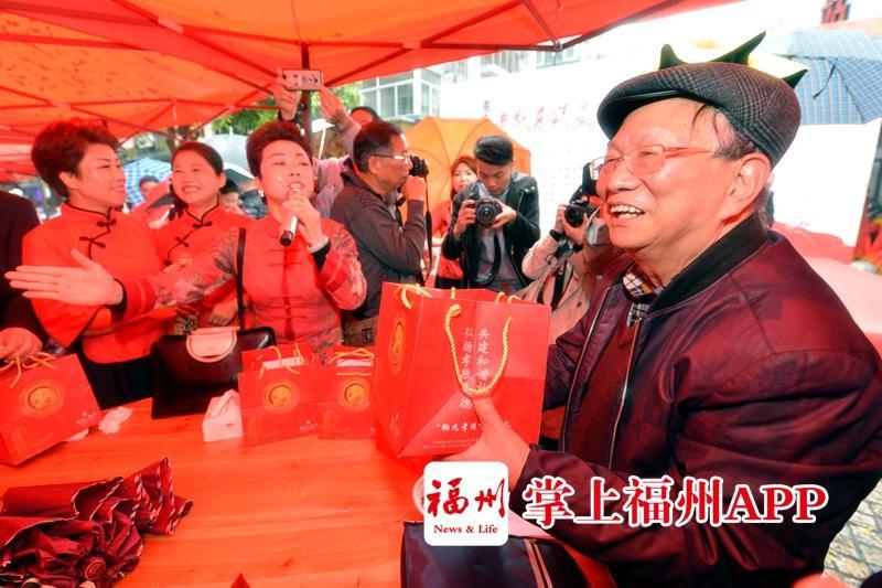 暖心!鼓楼军门社区800多名老人共庆拗九节