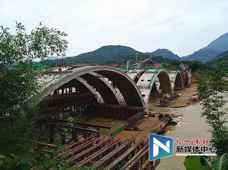 永泰黄埔大桥河面主拱合龙 计划今年底建成通车