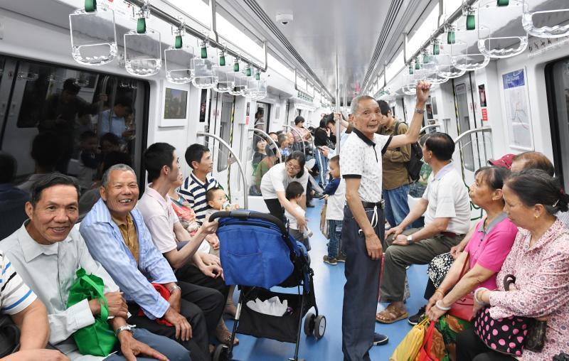 """地铁2号线试运营""""满月""""成绩亮眼"""