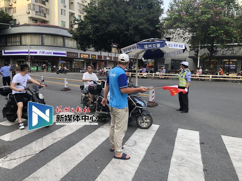 福州:外卖快递行业交通违法骑手上路体验执勤