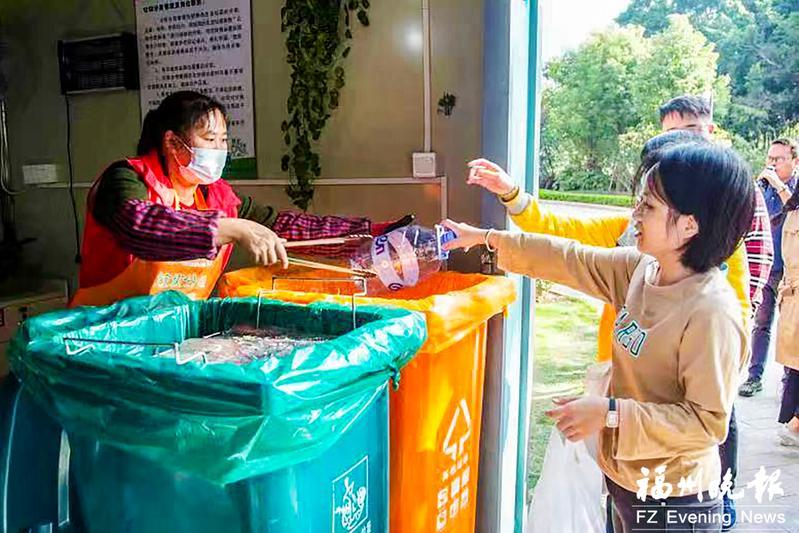 福州垃圾分类屋更智能:人脸识别投垃圾 屋内灭菌还除臭