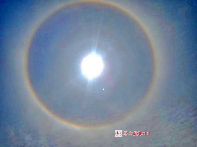 """就在刚刚!福州太阳自带彩色""""光环""""!"""