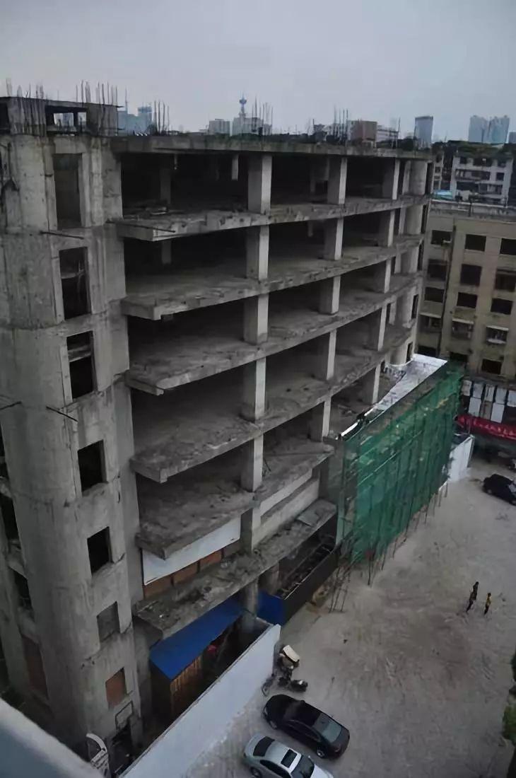 """正在施工!东街口著名""""烂尾楼""""要拆了?!"""