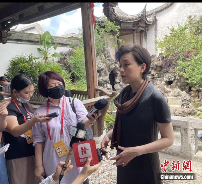 """杨澜:中国古老文化的""""翻译者"""""""
